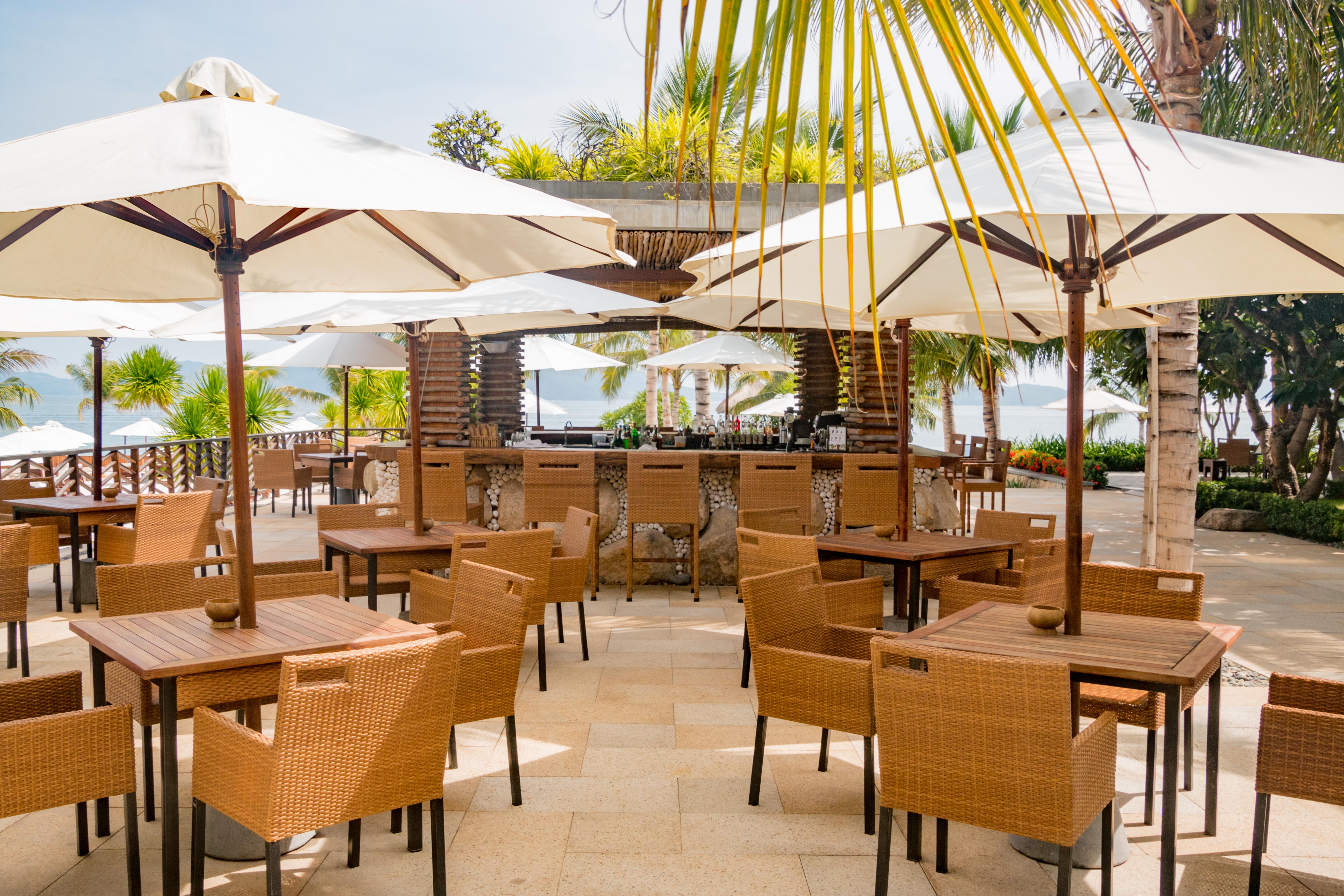 Recomendaciones para afrontar la reapertura de bares y restaurantes: clientes y hosteleros.